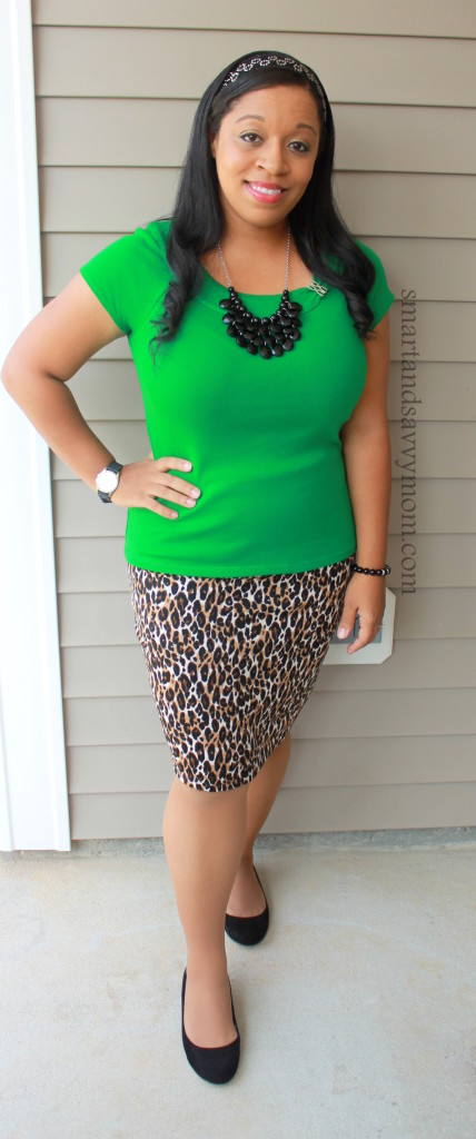 Kelly green and leopard print prencil skirt outfit idea