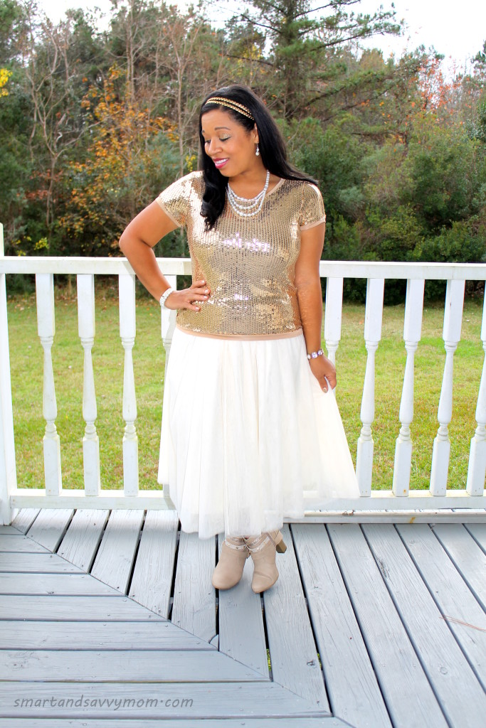 gold sequin top and beige tulle skirt, easy christmas outfit